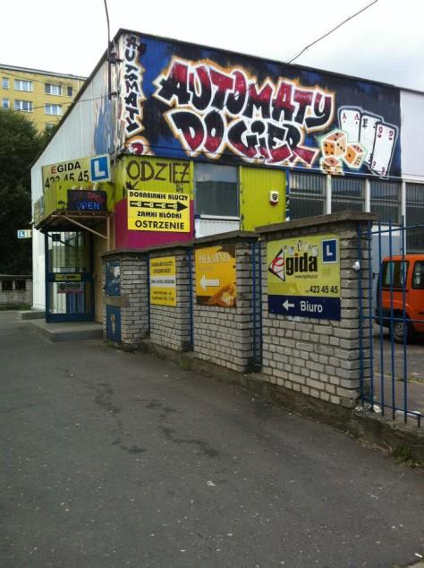 """Pawilon przy ulicy Uniejowskiej 6 (2013) / """"Przeliteruj miasto"""""""