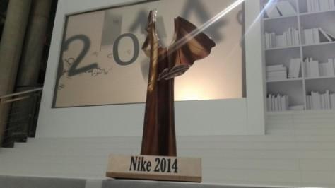 nagroda-literacka-nike-statuetka-fundacja-nagrody-literackiej-nike-2014-10-06-530x298
