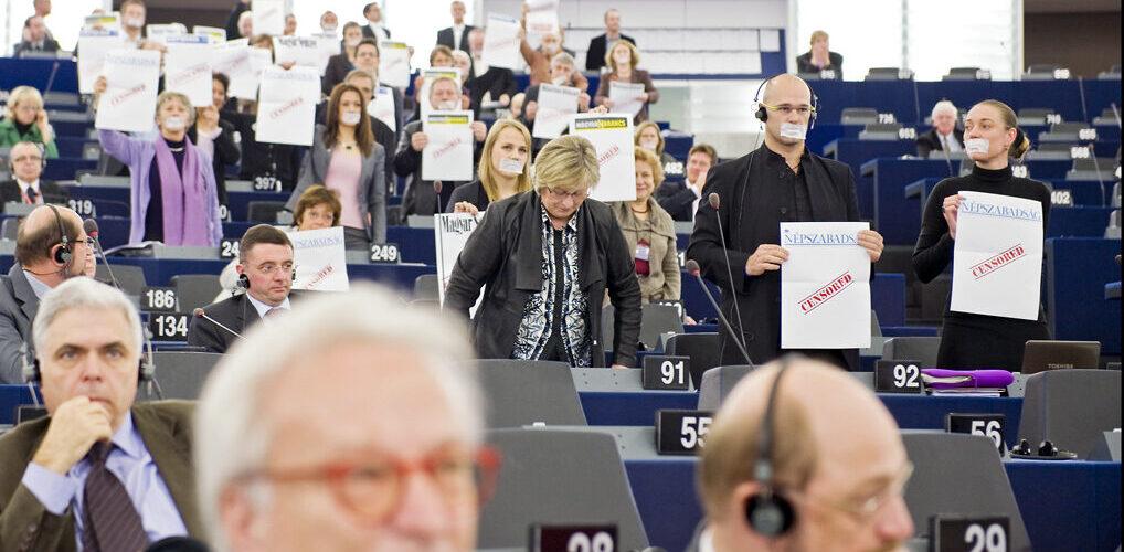 ZGUT: UE nie powinna odwracać wzroku od medialnego przejęcia Węgier